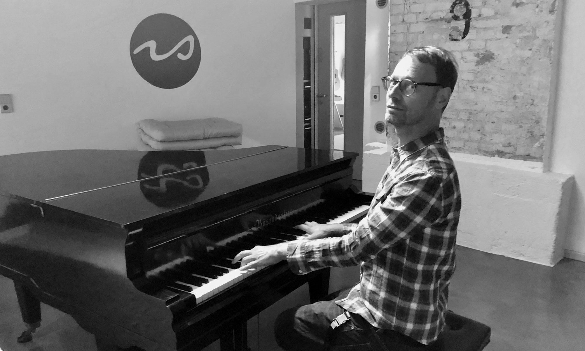 MArkus Scholl Riverside Studios am Klavier